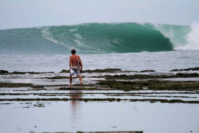 Objek-wisata-Pantai-Sorake-Nias
