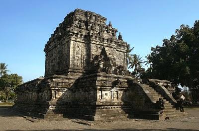 Objek-wisata-Candi-Mendut-Yogyakarta